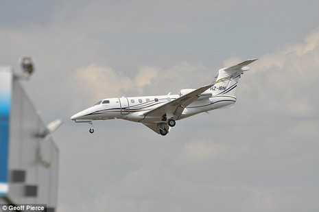 Khoảnh khắc kinh hoàng khi máy bay chở gia đình Bin Laden rơi - ảnh 3