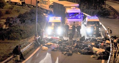 Hơn 200 người chắn hầm biên giới đòi Pháp cho vào Anh - ảnh 3