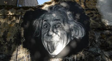 Cô bé có chỉ số IQ 162, cao hơn cả Albert Einstein - ảnh 1