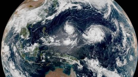Hai siêu bão cùng lúc xuất hiện ở Thái Bình Dương - ảnh 1