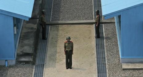 Triều Tiên đưa 10 tàu đổ bộ chở lực lượng đặc biệt tới căn cứ hải quân - ảnh 1