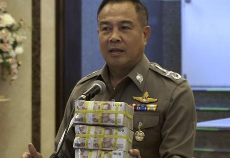 'Thưởng nóng' cho ai bắt được hung thủ đánh bom Bangkok - ảnh 1