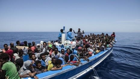 Gần 4.700 người nhập cư được cứu sống ở Địa Trung Hải - ảnh 1