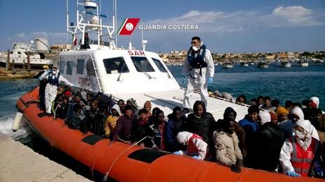 Gần 4.700 người nhập cư được cứu sống ở Địa Trung Hải - ảnh 2
