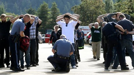 Thảm sát Oregon: Sát thủ sở hữu 13 khẩu súng - ảnh 1