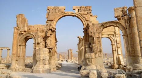 IS phá hủy Khải Hoàn Môn 2.000 năm tuổi tại Syria - ảnh 1
