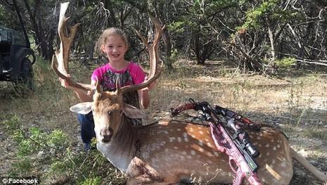 Bé gái 10 tuổi giết chết cá sấu 365 kg chỉ với một phát tên - ảnh 1