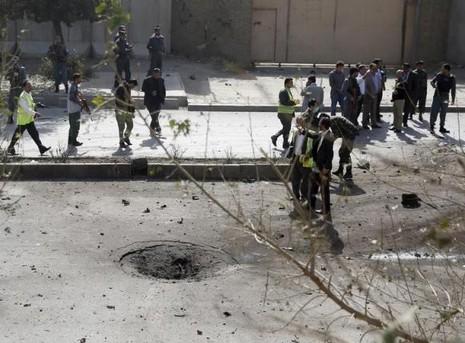 Afghanistan: Khủng bố đánh bom liều chết với lính nước ngoài - ảnh 2