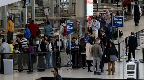 Hàng loạt sân bay quốc tế ở Mỹ tê liệt - ảnh 1