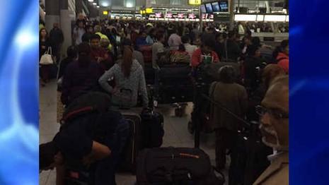 Hàng loạt sân bay quốc tế ở Mỹ tê liệt - ảnh 2