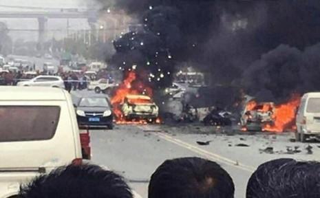 Nổ xe kinh hoàng tại Trung Quốc, ba người chết - ảnh 1