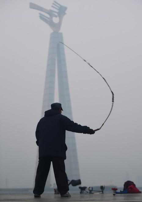 Trung Quốc: Ô nhiễm kinh hoàng đến mức dân lầm tưởng cháy lớn - ảnh 1