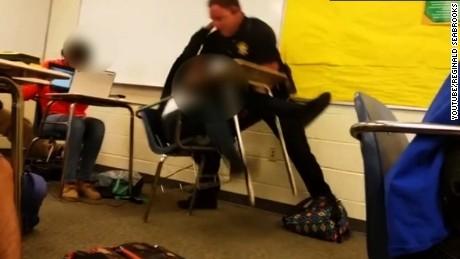FBI vào cuộc vụ giám thị an ninh bạo hành học sinh - ảnh 1