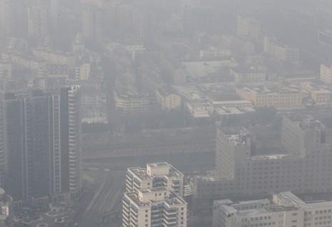 Sương mù ô nhiễm tại Trung Quốc lên mức kỷ lục của năm  - ảnh 1