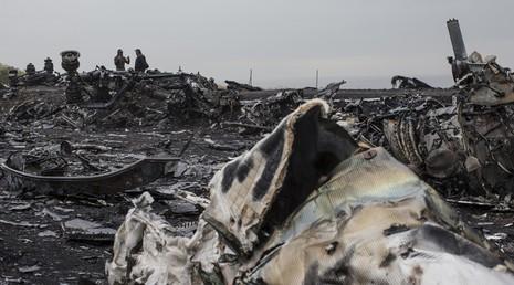 Một cảnh sát Hà Lan bị bắt vì rao bán mảnh vỡ vụ MH17 - ảnh 1