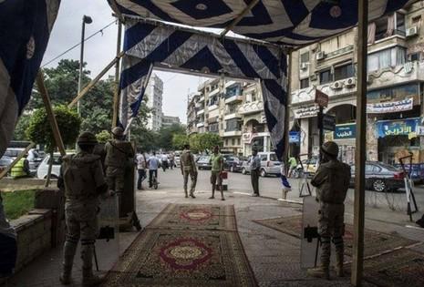 Nổ bom ở nhà hàng Ai Cập, 12 người chết - ảnh 1