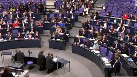 Quốc hội Đức thông qua kế hoạch triệu đô đánh IS - ảnh 1