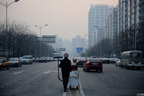 Bắc Kinh lần đầu phát báo động đỏ vì ô nhiễm nặng - ảnh 2