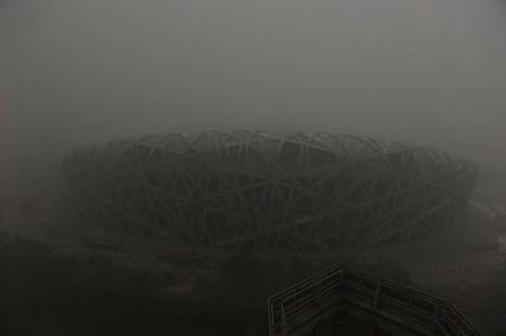 Bắc Kinh lần đầu phát báo động đỏ vì ô nhiễm nặng - ảnh 1