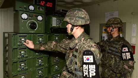 Kim Jong-un chụp ảnh ca ngợi vụ thử nghiệm bom H - ảnh 1