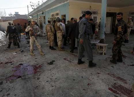 Nhà quan chức bị đánh bom: 13 người thiệt mạng - ảnh 1