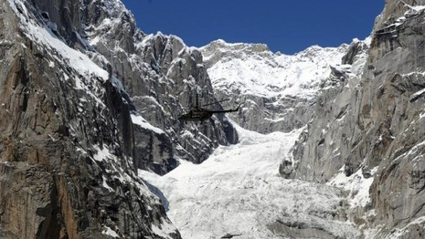 Sống sót thần kỳ sau sáu ngày vùi lấp trong trận lở tuyết - ảnh 1