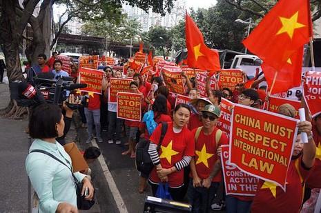 Sinh viên Việt Nam và quốc tế phản đối yêu sách Trung Quốc tại biển Đông - ảnh 1