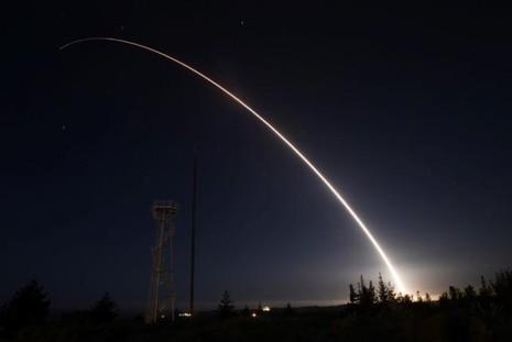 Mỹ thử nghiệm tên lửa mới khẳng định sức mạnh trước Nga, Triều Tiên - ảnh 1
