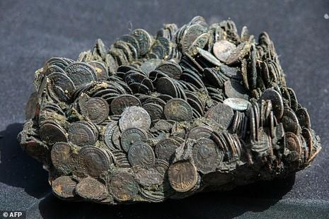 Phát hiện nhiều cổ vật quý hiếm trong xác tàu đắm 1.700 tuổi - ảnh 2