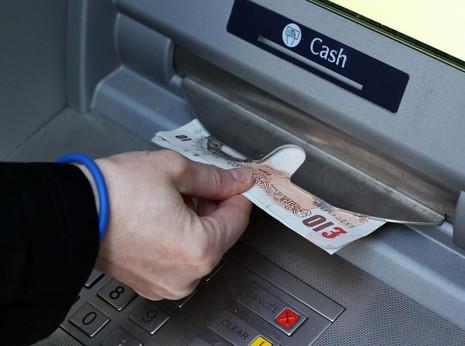 Lừa đảo 1,4 tỉ yen Nhật từ máy rút tiền ATM - ảnh 1