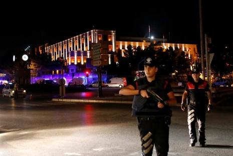 Thổ Nhĩ Kỳ: Đảo chính thất bại, hàng trăm lính bị bắt - ảnh 1