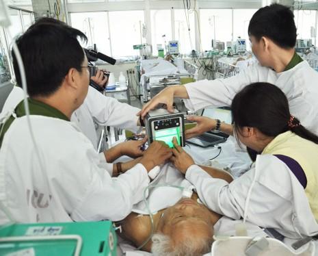 Cuối tuần vào bệnh viện làm CMND cho bệnh nhân - ảnh 3