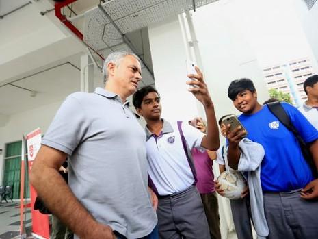 """Mourinho: """"Tôi có mặt tại đây thì sẽ có tin tôi làm HLV tuyển Singapore"""" - ảnh 3"""