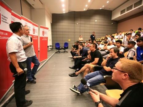 """Mourinho: """"Tôi có mặt tại đây thì sẽ có tin tôi làm HLV tuyển Singapore"""" - ảnh 1"""
