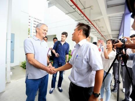 """Mourinho: """"Tôi có mặt tại đây thì sẽ có tin tôi làm HLV tuyển Singapore"""" - ảnh 4"""