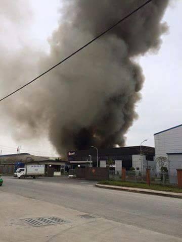 Cháy lớn tại Khu công nghiệp Quế Võ - ảnh 1