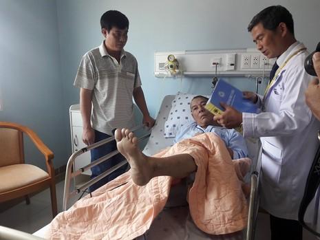 Hiểu đúng về cách sơ cứu, cấp cứu người bị đột quỵ - ảnh 1