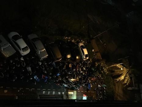 TP.HCM: Mưa lớn kéo dài, kẹt xe khắp nơi không thấy đường về - ảnh 30