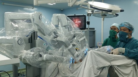 Du học sinh Ấn Độ xin về VN để được phẫu thuật robot - ảnh 2