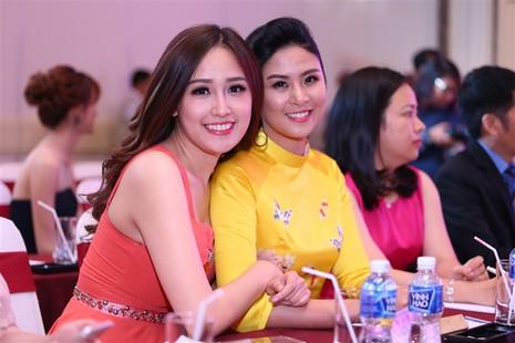 Tám hoa hậu, á hậu Việt Nam cùng đọ sắc - ảnh 11