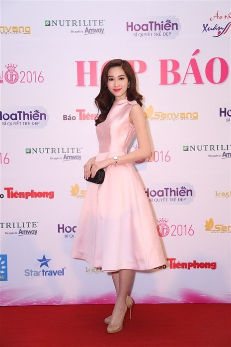 Tám hoa hậu, á hậu Việt Nam cùng đọ sắc - ảnh 9