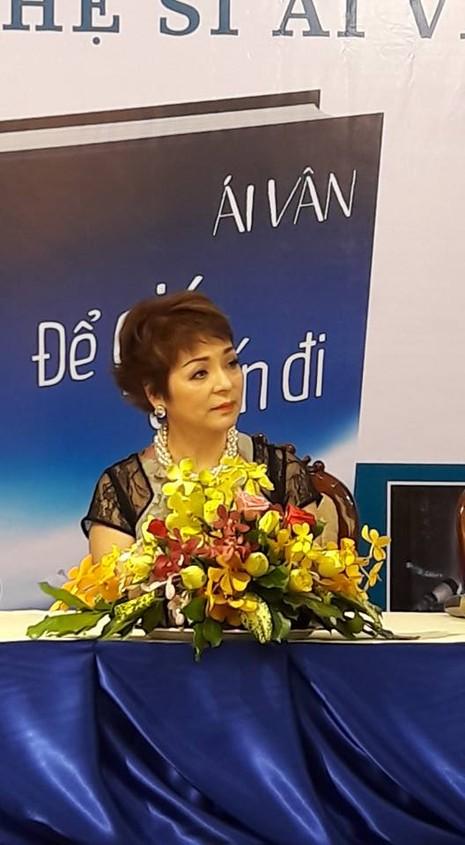Ra mắt hồi ký của ca sĩ Ái Vân với 8.808 từ bị xóa trắng - ảnh 4