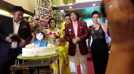 Nghệ sĩ Minh Vương tổ chức sinh nhật lớn kiểu live show - ảnh 17