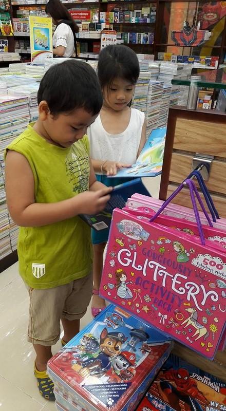 Mỗi năm Fahasa nhập khẩu hơn 10 triệu USD sách báo - ảnh 3