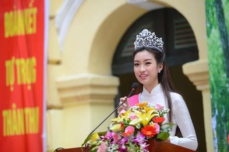 Hoa hậu Đỗ Mỹ Linh về khai giảng ở trường cũ   - ảnh 5