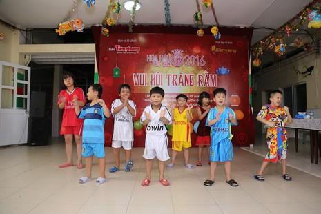 Tân hoa hậu, á hậu đàn hát vui Trung thu với trẻ bất hạnh     - ảnh 4