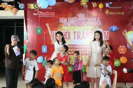 Tân hoa hậu, á hậu đàn hát vui Trung thu với trẻ bất hạnh     - ảnh 2