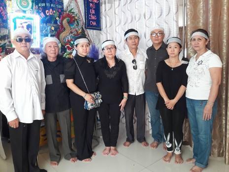 Đông đảo nghệ sĩ, khán giả đến viếng NSND Thanh Tòng - ảnh 10