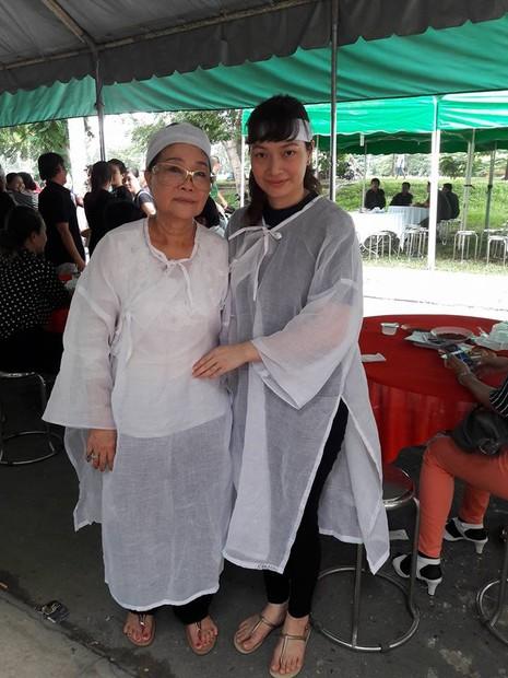 Đông đảo nghệ sĩ, khán giả đến viếng NSND Thanh Tòng - ảnh 12