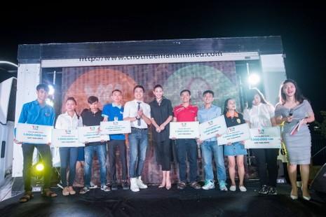 Á hậu Võ Hoàng Yến 'Hòa chung nhịp đập' cùng sinh viên  - ảnh 1